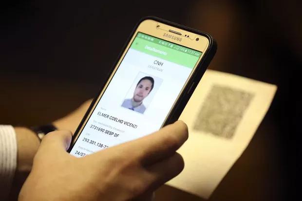 A CNH digital em um celular