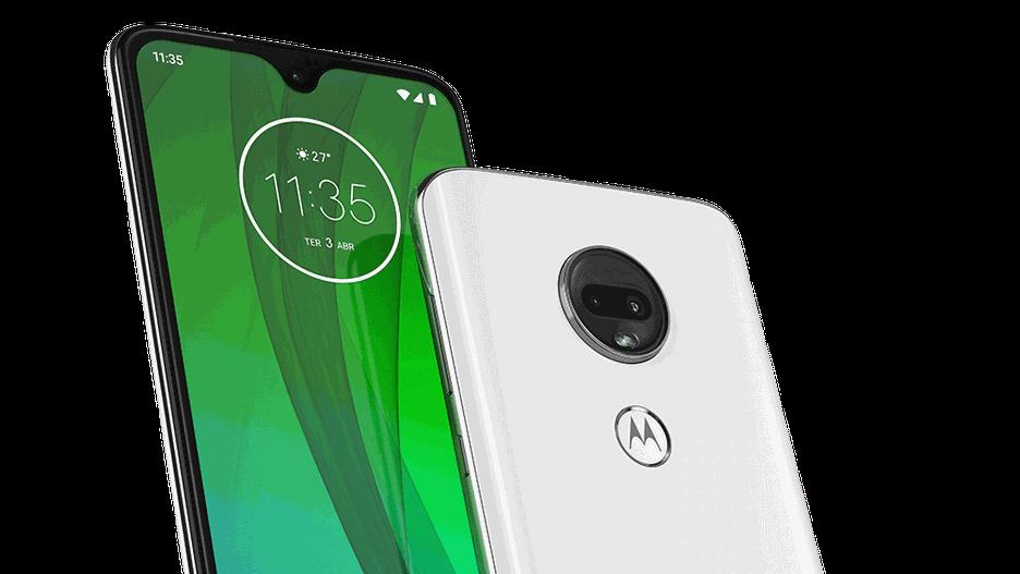 Foto da frente e traseira do smartphone Moto G7